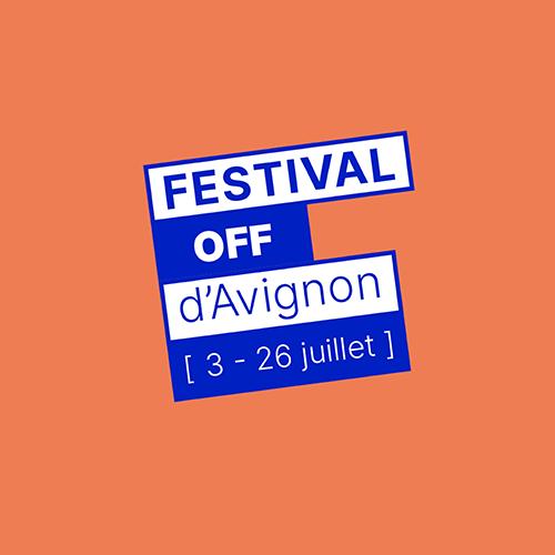 Logo sur fond orange du Festival Off D'avignon 2020, écriture bleue et blanche